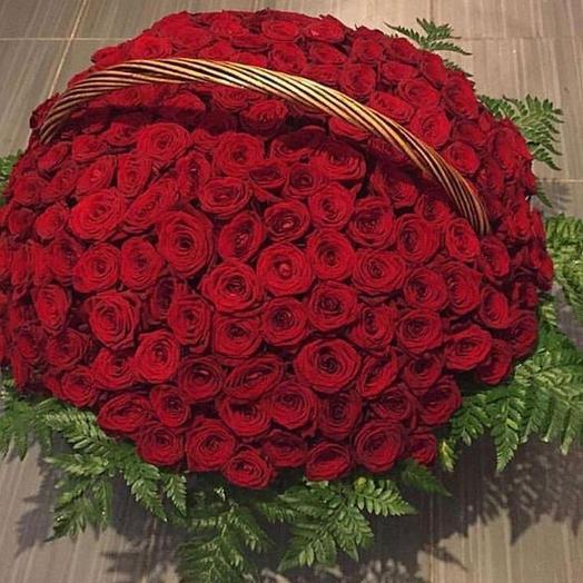 Местные розы в корзине 201 шт: букеты цветов на заказ Flowwow