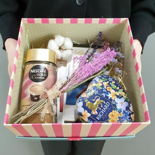 Чай, кофе, шоколадки: букеты цветов на заказ Flowwow