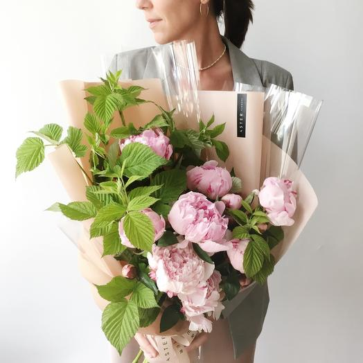 Пионы+малина: букеты цветов на заказ Flowwow