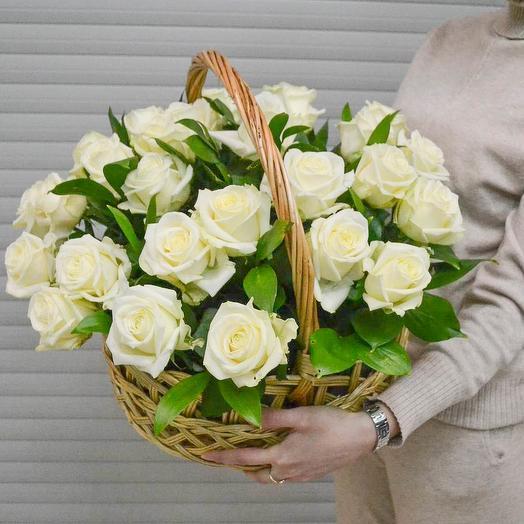Корзина цветов из 35 роз премиум