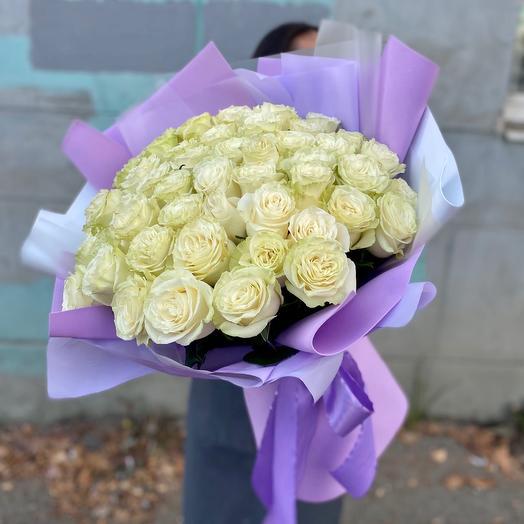 55 белых эквадорских роз в стильном оформлении