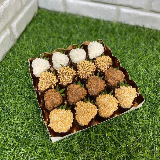 Набор «Клубника в шоколаде» подарочная коробочка 16 шт