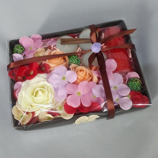 Подарочный набор, цветы из мыла и свечи