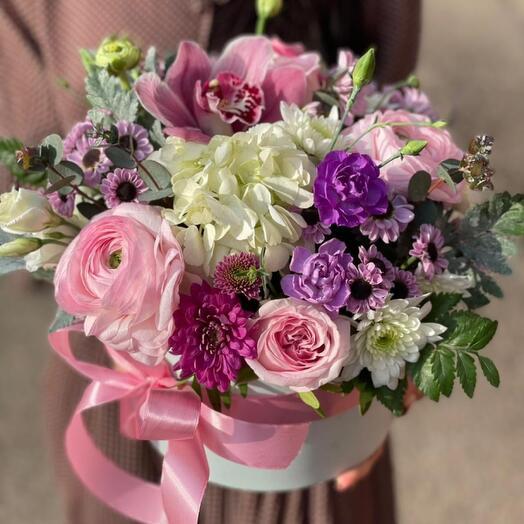 Нежная композиция с весеннтми цветами