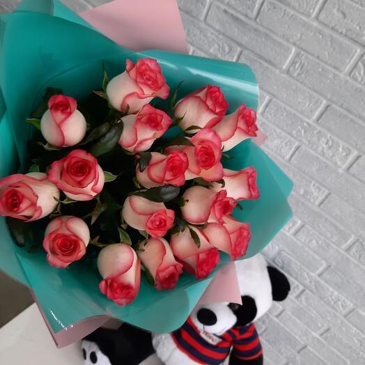 Букет 17 роз Джумилия