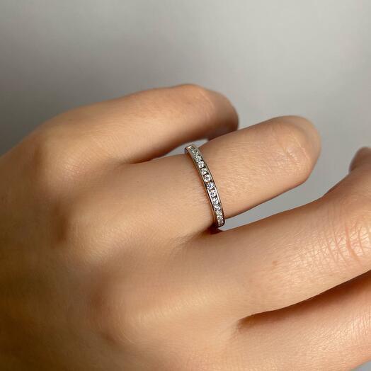 Кольцо с дорожкой кристаллов