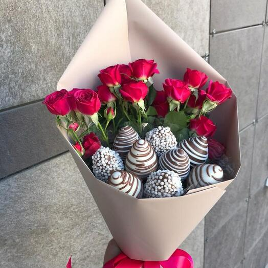 Комплимент 🍓 + кустовые розы 🌸
