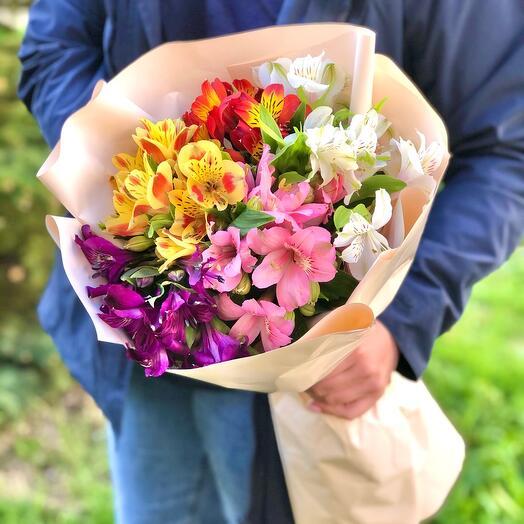 Букет 5 разноцветных альстромерий «Дань уважения»