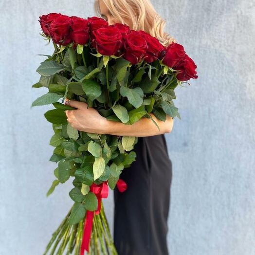 25 красных роз 90 см под ленту