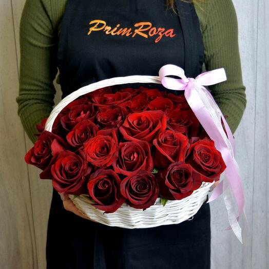 Букет из роз в корзине