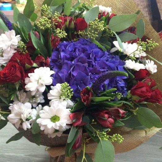 Букет с синей гортензией: букеты цветов на заказ Flowwow