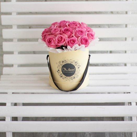 31 розовая роза в коробке: букеты цветов на заказ Flowwow