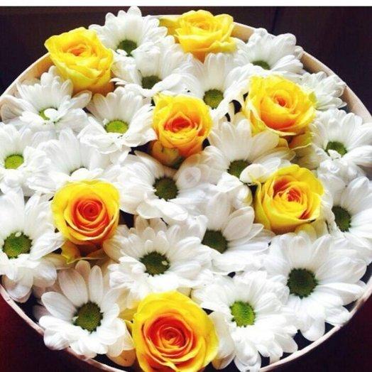 Композиция из ромашковых хризантем и роз): букеты цветов на заказ Flowwow