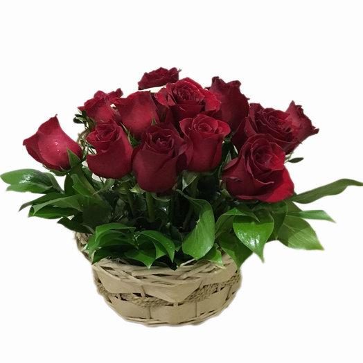 Корзинка с розами
