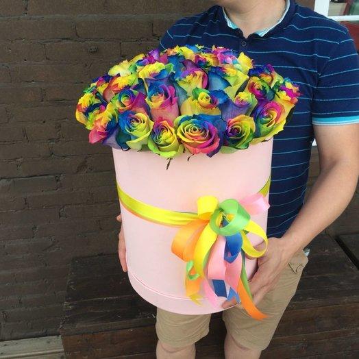 Радужные розы в коробке 51шт: букеты цветов на заказ Flowwow