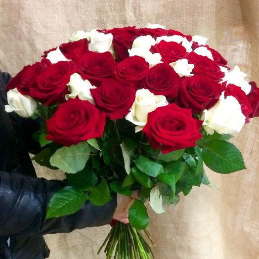"""51 роза 50 см """"Белое и красное"""": букеты цветов на заказ Flowwow"""