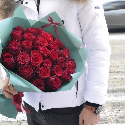 29 роз в стильной упаковке: букеты цветов на заказ Flowwow