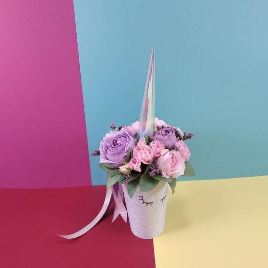 Маленький единорог в белом: букеты цветов на заказ Flowwow