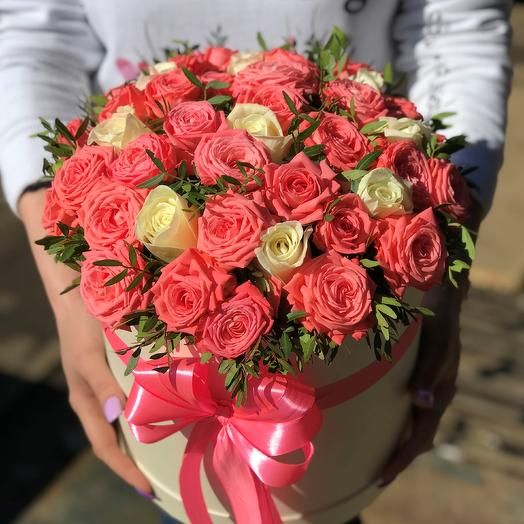 Коробки с цветами. Кустовые розы. N398: букеты цветов на заказ Flowwow