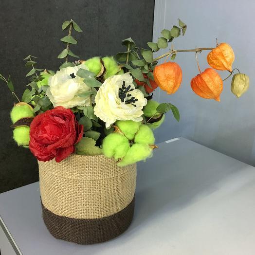Коробка с цветами ручной работы и сухоцветами: букеты цветов на заказ Flowwow