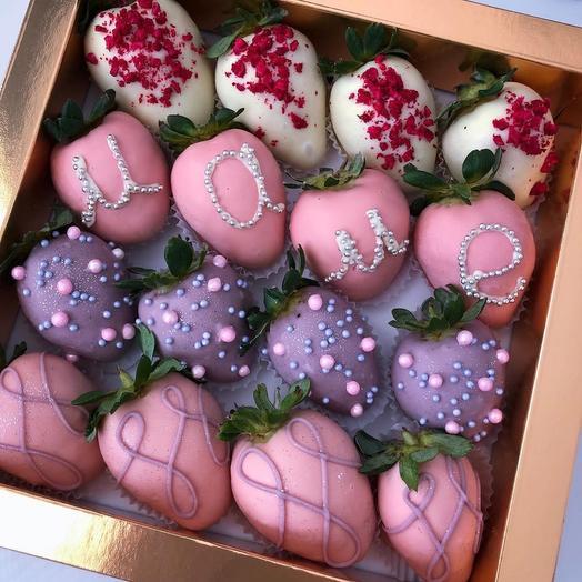 Коробочка с клубникой в шоколаде «Для мамы»