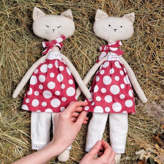 Котики-сестрички