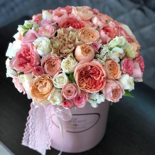 Коробка с пионоводными розами