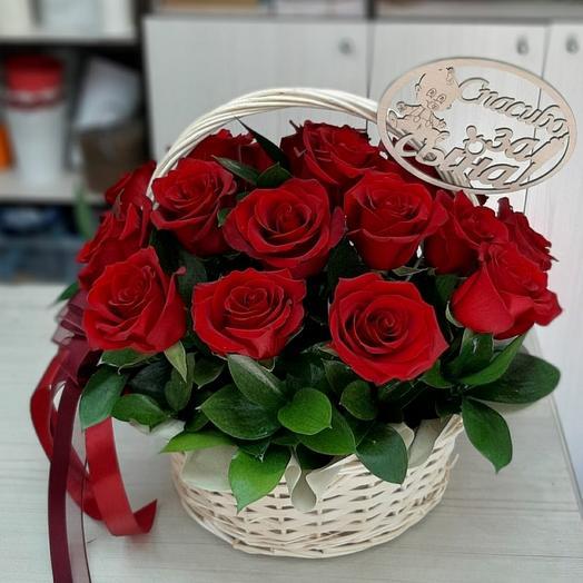 Корзина с бордовыми розами