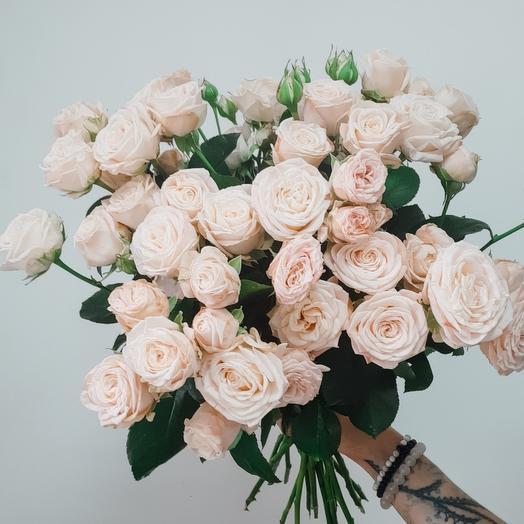 Букет кустовых пионовыдных роз