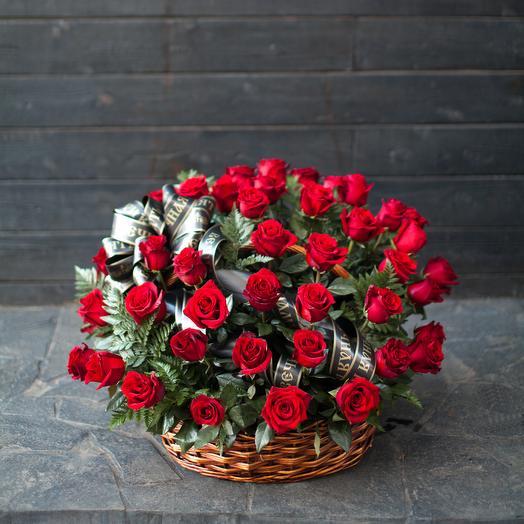 Траурная корзина с розами