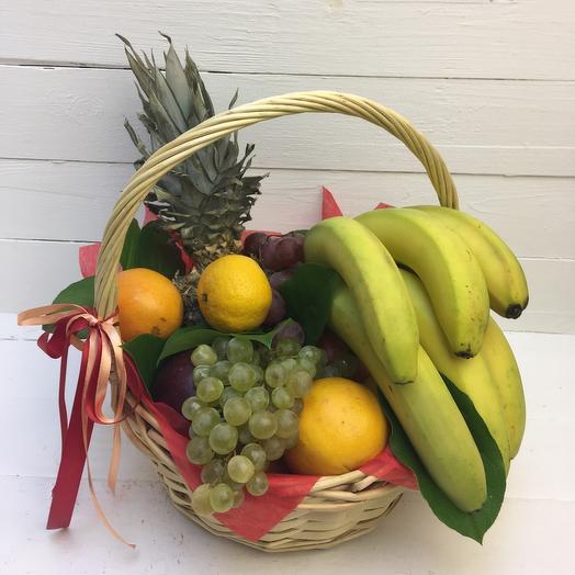 Корзина с фруктам