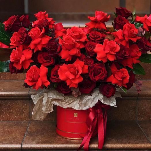 Шляпная коробка из 50 роз