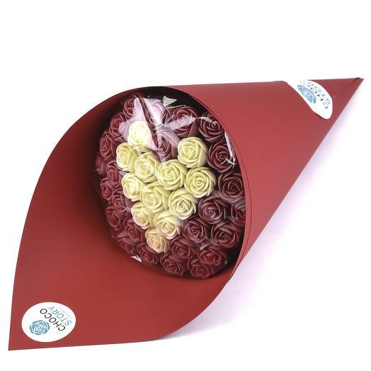 Букет из 37 шоколадных роз в форме сердца B37-K-BK-S