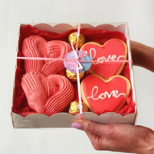 Вкусная коробочка с безе и конфетами
