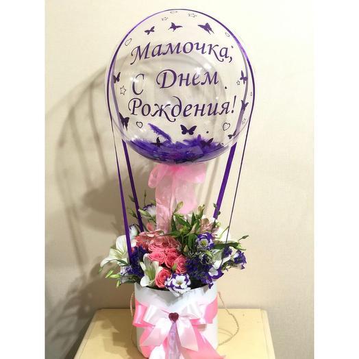 Цветы в коробке шаром баблс. Букет с шаром