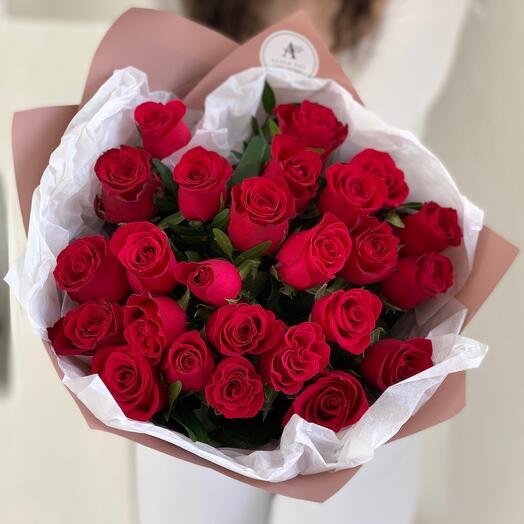 Букет из 25 красных роз Кения с фисташкой
