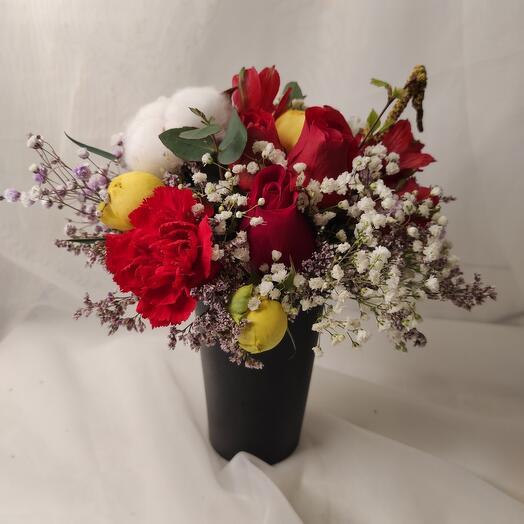 Цветы в стаканчике