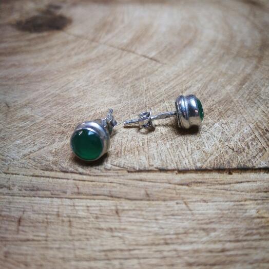 Серебряные гвоздики с зелёным агатом