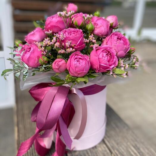 Композиция с кустовыми пионовидными розами