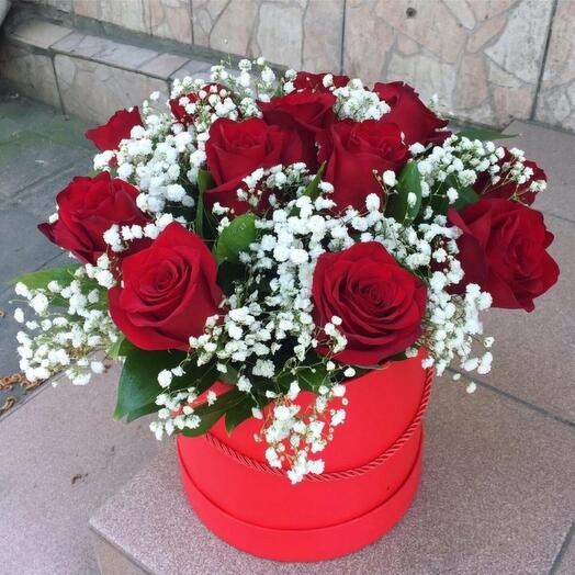 Роза с гипсофилой в коробке