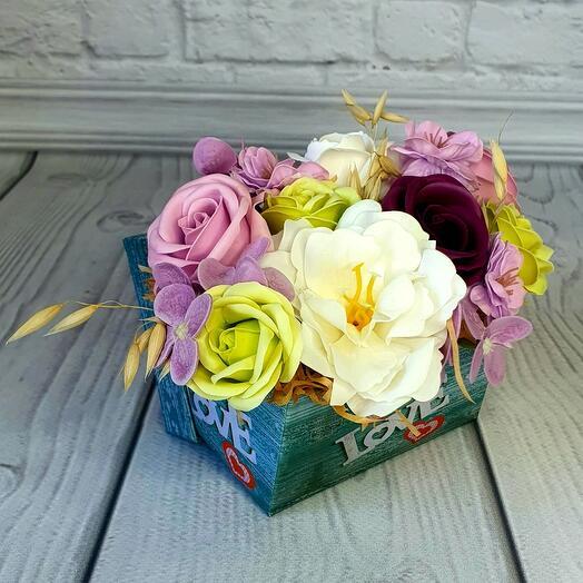 Мини коробочка из мыльных цветов розовая