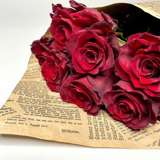 7 шикарных бордовых роз 70см
