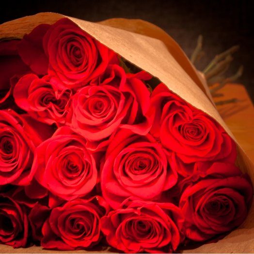 Букет 19 алых роз: букеты цветов на заказ Flowwow