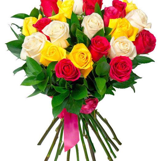 Букет из разноцветных роз Радуга: букеты цветов на заказ Flowwow