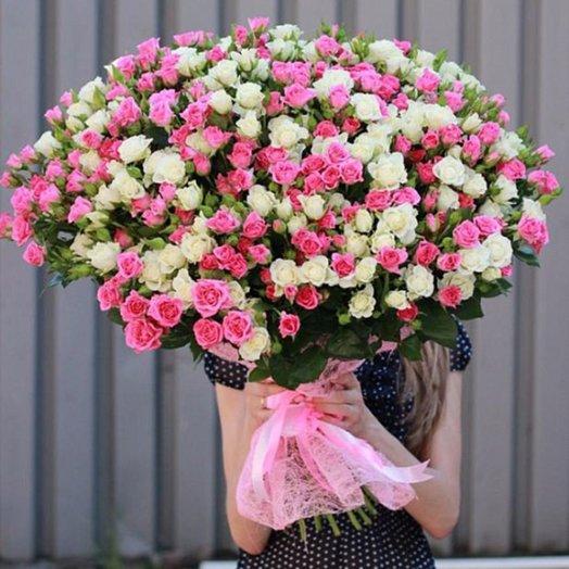 Пышный букет 75 веток кустовых роз: букеты цветов на заказ Flowwow