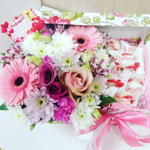 Коробочка с цветами и конфетами Rafae o: букеты цветов на заказ Flowwow