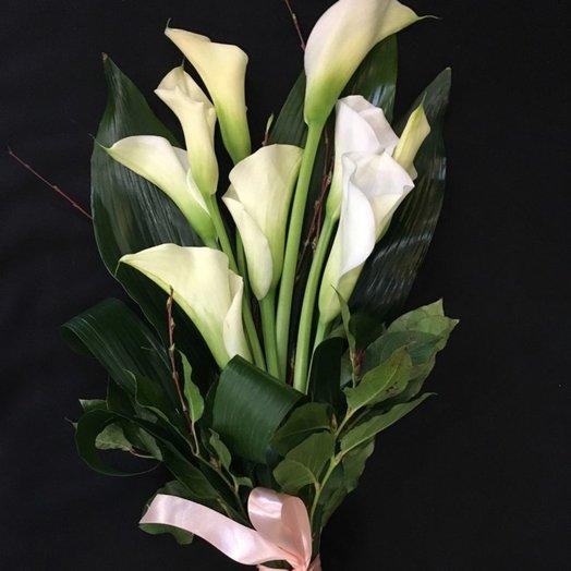Букет с грациозными каллами: букеты цветов на заказ Flowwow