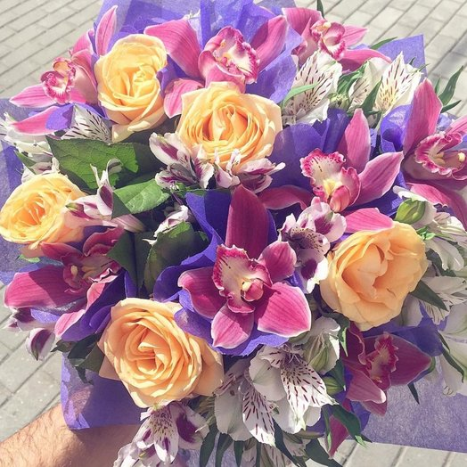 ЦВЕТЫ В КОРОБКЕ АНАСТАСИЯ: букеты цветов на заказ Flowwow