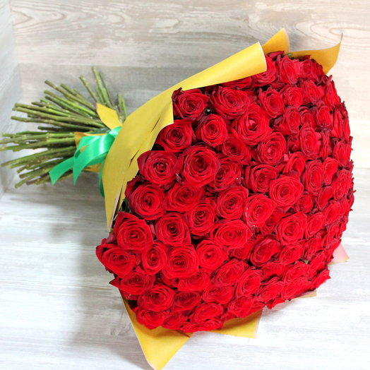 101 роза Ред Наоми  60 см в упаковке: букеты цветов на заказ Flowwow