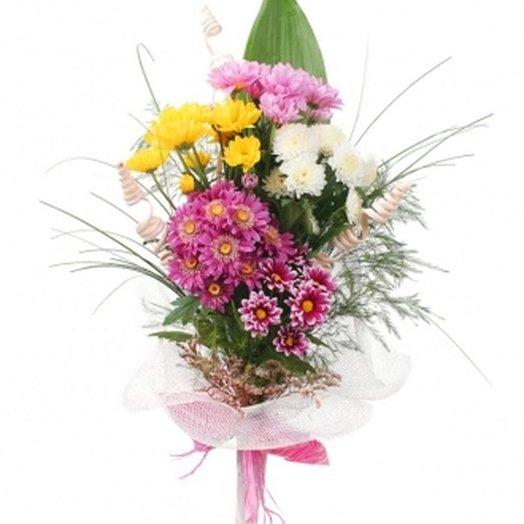 5 кустовых хризантем микс с зеленью. код 180060: букеты цветов на заказ Flowwow